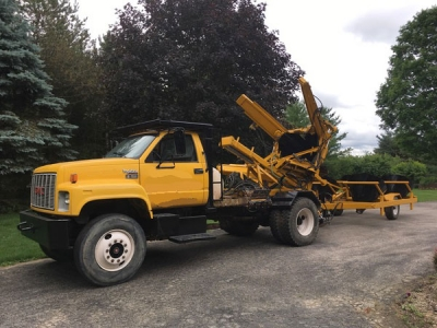 "(#08279) '92 GMC Topkick with mounted 96 Vermeer TS 50M and 44"" 4 place pod trailer"